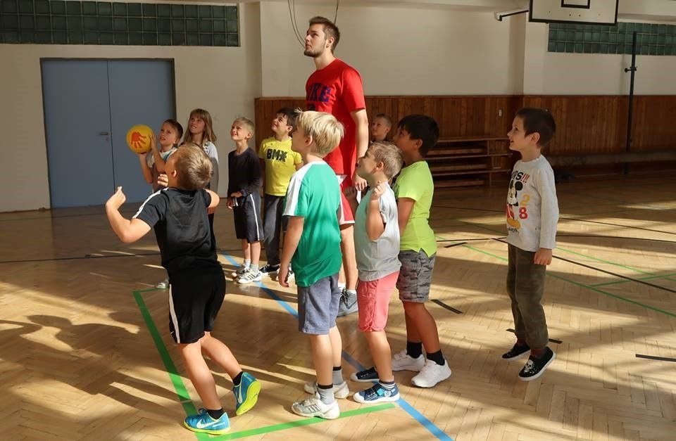 BASKETBALOVÁ AKADEMIE RADOTÍN prováděla nábor v tělocvičně naší školy
