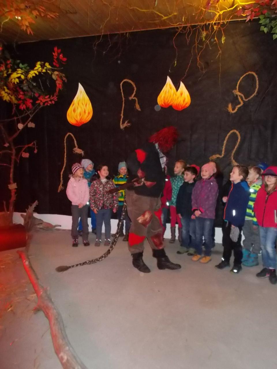 2.C na výletě v Čechově stodole.<br />Výlet jsme si užili báječně. Prošli jsme peklem a nebem a dostali se až do Betléma. Dozvěděli jsme se něco o předvánočních a vánočních tradicích a na závěr si každé dítě vytvořilo ozdobu na vánoční stromeček.