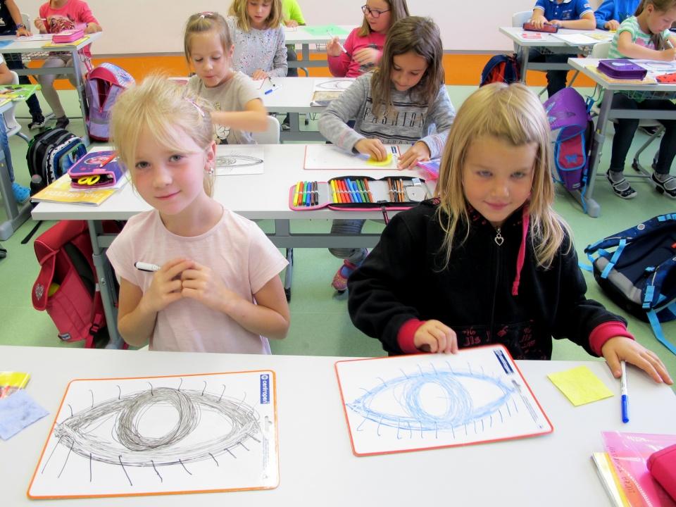 Když se vhodně spojí horní oblouk, spodní oblouk, kruh a krátká čára - je tu hned krásné oko!